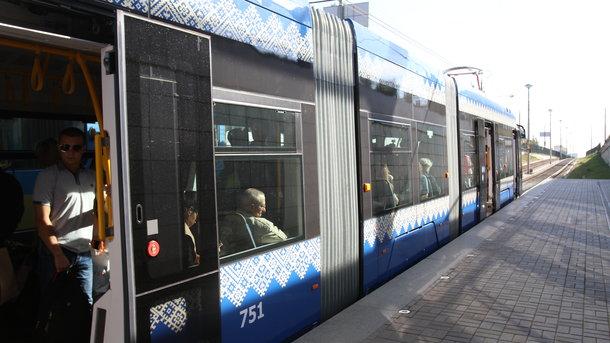 У Києві з'явилась зупинка швидкісного трамвая Олекси Тихого